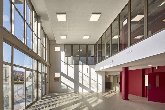 Trường trung học R. Doisneau – Corbeil-Essonnes (Pháp)